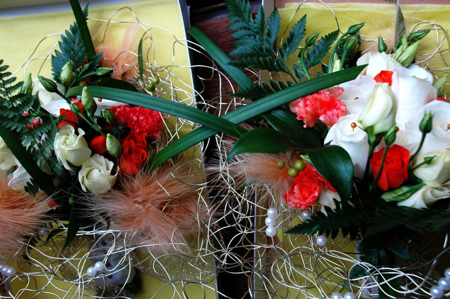 Bridesmaids bouquets in delivery box