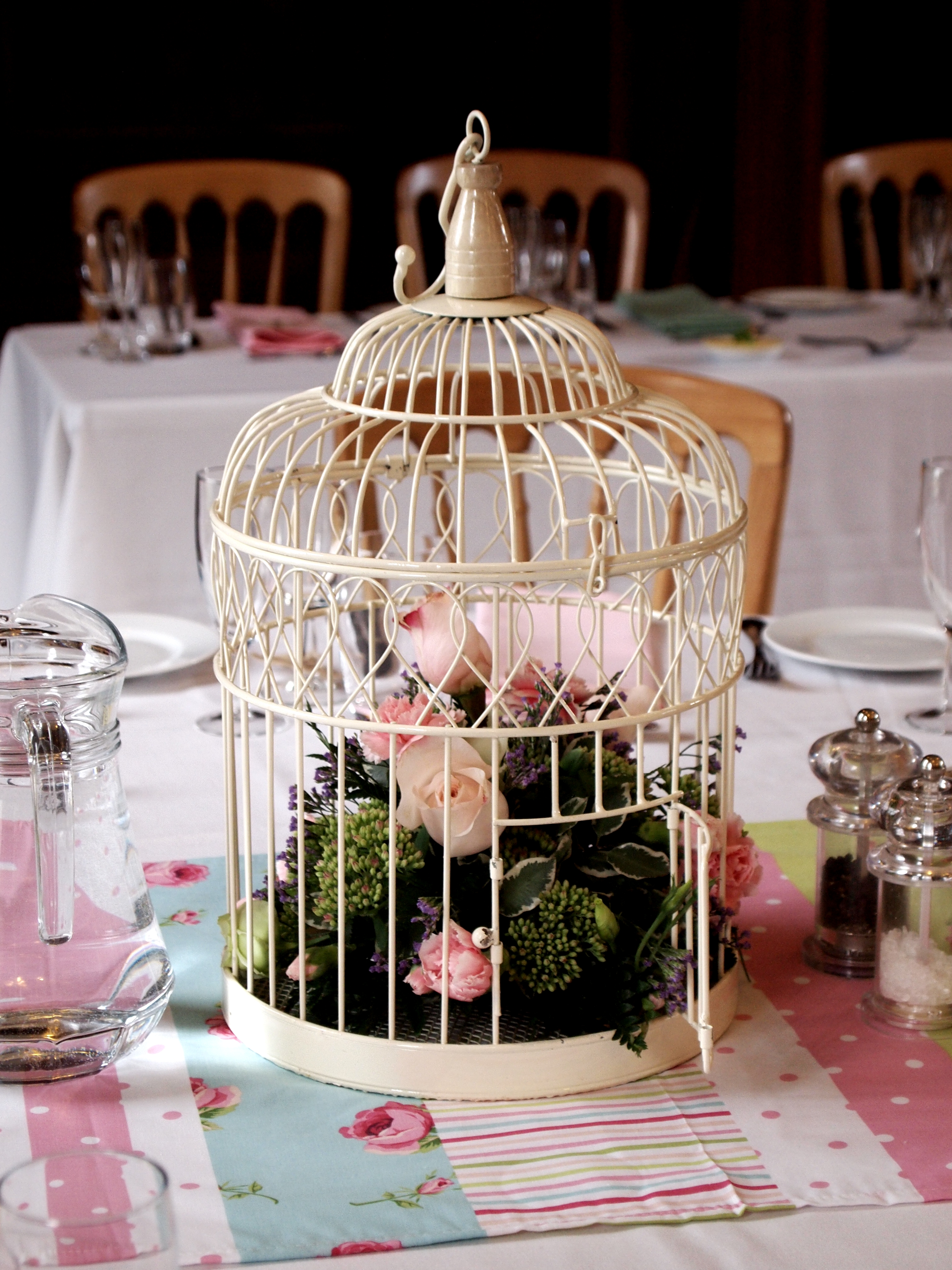 Birdhouse Wedding Decorations : Country charm wedding ? bird cage table decoration